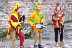 ménestrels jouant de la cornemuse et des percussions