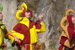 troubadours qui chantent lors d'une représentation médiévale