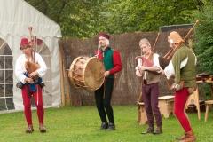 ménestrels jouant de la cornemuse médiévale et du tambour