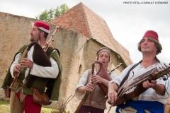 ménestrels jouant du nyckelharpa et de la cornemuse médiévale