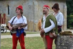 ménestrels jouant du nyckelharpa et de la flûte