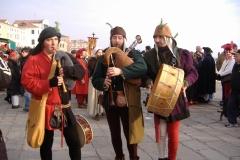 troubadours jouant de la cornemuse  et du tambour