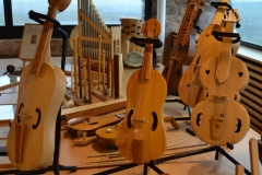 exhibition of string instruments from the Middle Ages