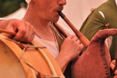 ménestrel jouant de la cornemuse médiévale