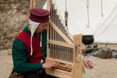 ménestrel jouant de l'organetto