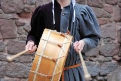ménestrel jouant du tambour