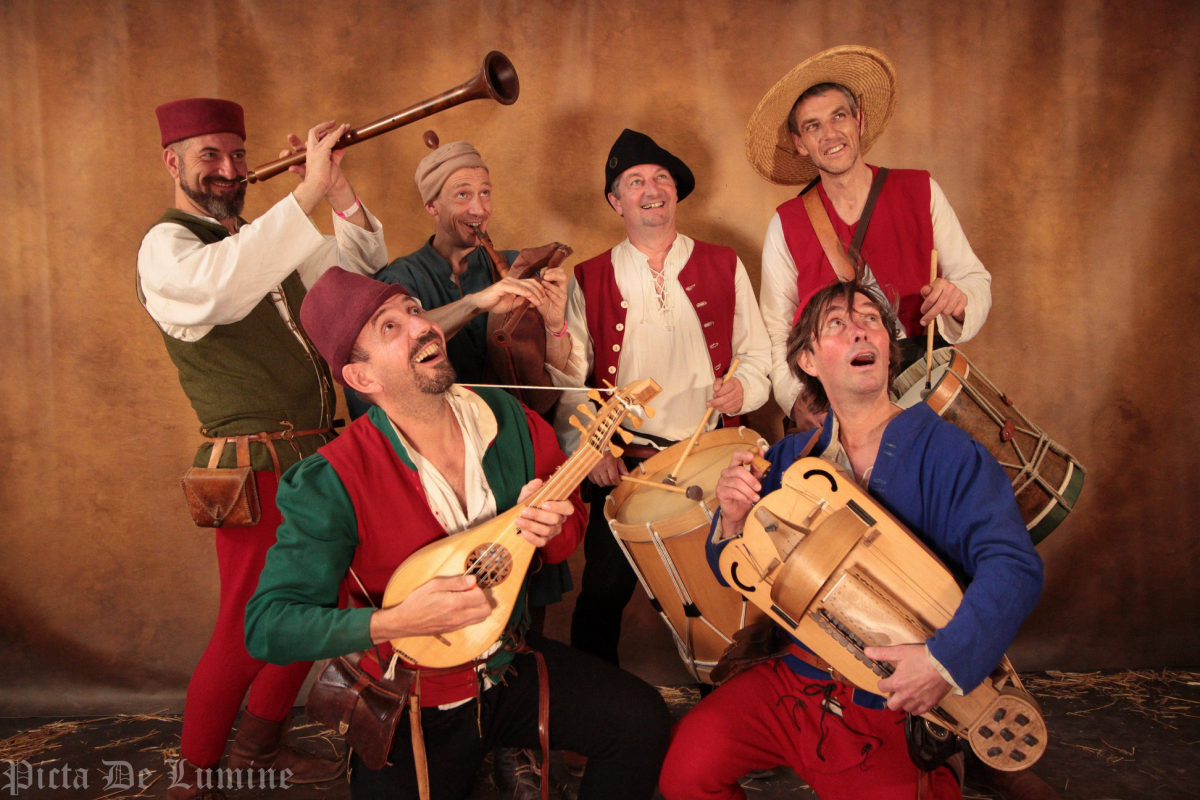 minstrels posing with their medieval instruments